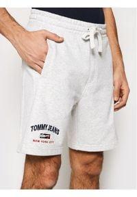 Tommy Jeans Szorty sportowe Timeless DM0DM10741 Szary Regular Fit. Kolor: szary