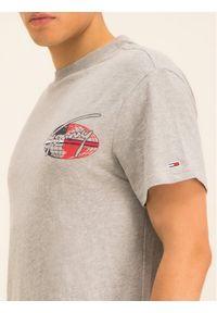 Tommy Jeans T-Shirt Tjm Round Back Logo DM0DM07448 Szary Regular Fit. Kolor: szary