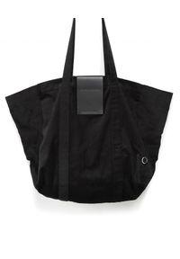 ANIA KUCZYŃSKA - Bawełniana torba Pekin z czarną skórą juchtową. Kolor: czarny. Sezon: lato. Materiał: skórzane