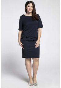 Nommo - Granatowa Prosta Sukienka z Marszczeniem PLUS SIZE. Kolekcja: plus size. Kolor: niebieski. Materiał: wiskoza, poliester. Typ sukienki: dla puszystych, proste