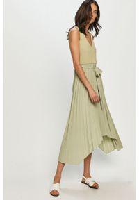 Zielona sukienka Guess midi, na co dzień