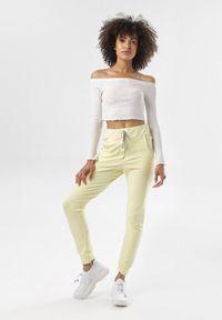 Żółte spodnie dresowe Born2be