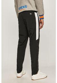 Czarne spodnie dresowe Champion z nadrukiem