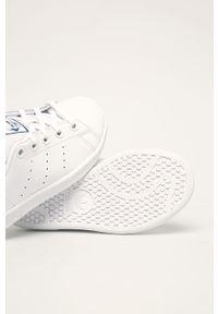 Białe buty sportowe adidas Originals z okrągłym noskiem, z nadrukiem, Adidas Stan Smith, z cholewką