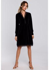 e-margeritka - Sukienka welurowa elegancka z koronką czarna - m. Okazja: na sylwestra. Kolor: czarny. Materiał: welur, koronka. Wzór: koronka. Typ sukienki: rozkloszowane. Styl: elegancki. Długość: midi