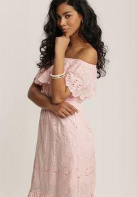 Renee - Jasnoróżowa Sukienka Menilophi. Kolor: różowy. Materiał: bawełna. Wzór: haft. Styl: boho. Długość: midi