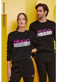 Hugo - Bluza bawełniana z kolekcji urodzinowej. Okazja: na urodziny. Kolor: czarny. Materiał: bawełna. Wzór: nadruk. Styl: casual