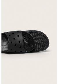 Czarne klapki Crocs gładkie