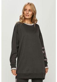 Szara piżama DKNY z nadrukiem, długa