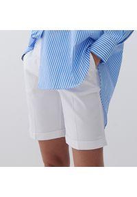 Reserved - Gładkie szorty - Biały. Kolor: biały. Wzór: gładki