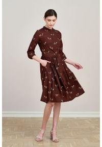 Marie Zélie - Sukienka Aglaia Cavalos bordo. Typ kołnierza: kołnierzyk stójkowy. Materiał: tkanina, bawełna, wiskoza, materiał