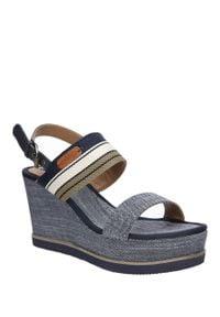 Niebieskie sandały Wrangler casualowe, na lato, w kolorowe wzory, na co dzień