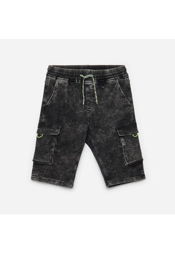 Cropp - Jeansowe szorty jogger - Szary. Kolor: szary. Materiał: jeans