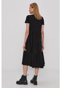 Noisy may - Noisy May - Sukienka. Kolor: czarny. Materiał: dzianina. Długość rękawa: krótki rękaw. Wzór: gładki. Typ sukienki: rozkloszowane