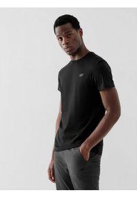 4f - T-shirt męski. Kolor: czarny. Materiał: bawełna, dzianina, materiał. Długość rękawa: krótki rękaw. Długość: krótkie. Sport: wspinaczka, fitness, turystyka piesza