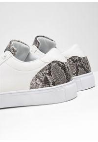 Białe buty sportowe bonprix z aplikacjami