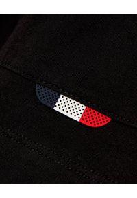 MONCLER - Czarna koszulka z krótkim rękawem. Kolor: czarny. Materiał: bawełna. Długość rękawa: krótki rękaw. Długość: krótkie. Wzór: nadruk. Styl: sportowy