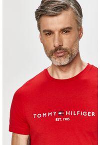 Czerwony t-shirt TOMMY HILFIGER z aplikacjami, casualowy, na co dzień