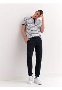 TOP SECRET - Spodnie typu chino regularne. Okazja: na co dzień. Kolor: niebieski. Materiał: tkanina. Wzór: gładki. Styl: casual