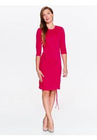 Różowa sukienka TOP SECRET w kolorowe wzory, elegancka, z krótkim rękawem