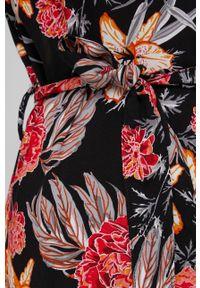 Answear Lab - Sukienka. Kolor: czarny. Materiał: tkanina. Styl: wakacyjny