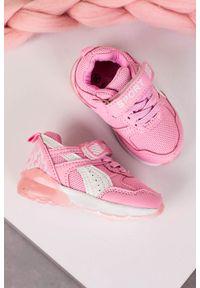 Casu - różowe buty sportowe na rzep casu 8828. Zapięcie: rzepy. Kolor: różowy