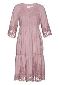 Sukienka szmizjerka z wiskozy z koronką bonprix różowobrązowy. Kolor: różowy. Materiał: wiskoza, koronka. Wzór: koronka. Typ sukienki: szmizjerki