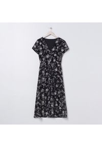 Sinsay - Sukienka midi z kwiatowym wzorem - Wielobarwny. Wzór: kwiaty. Długość: midi