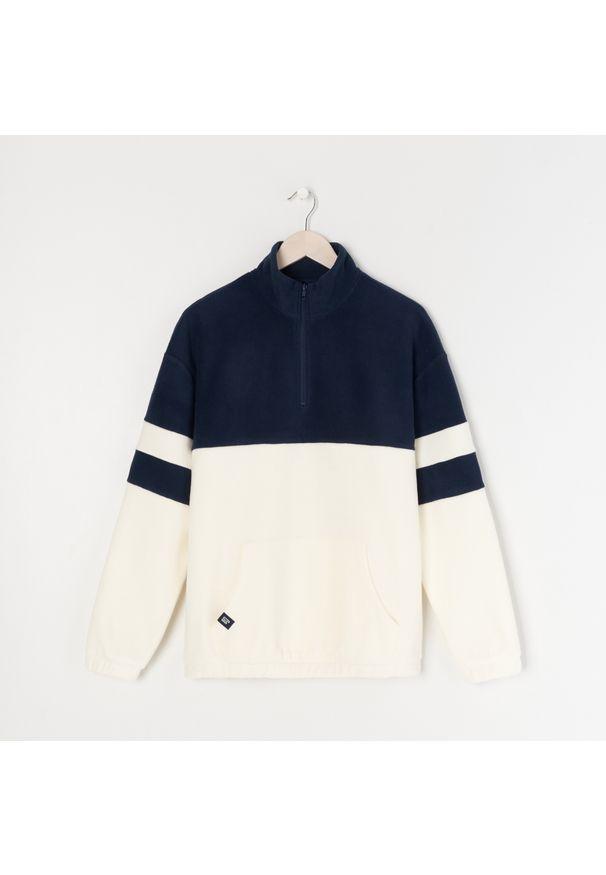 Sinsay - Polarowa bluza ze stójką - Granatowy. Typ kołnierza: kołnierzyk stójkowy. Kolor: niebieski. Materiał: polar