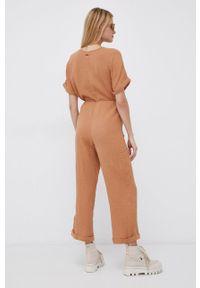 Billabong - Kombinezon. Kolor: brązowy. Materiał: tkanina. Długość rękawa: krótki rękaw. Długość: krótkie