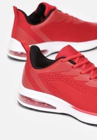 Born2be - Czerwone Buty Sportowe Kylielle. Kolor: czerwony