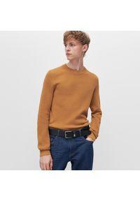 Żółty sweter Reserved klasyczny