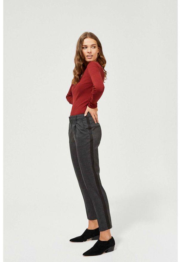 Czarne spodnie MOODO w kratkę, długie