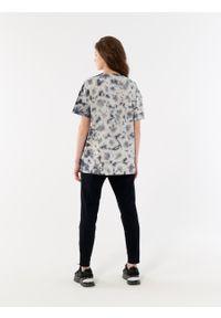 outhorn - T-shirt tie-dye damski. Okazja: na co dzień. Materiał: bawełna, jersey. Styl: sportowy, casual
