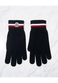 MONCLER - Czarne rękawiczki z logo. Kolor: czarny. Materiał: wełna. Wzór: aplikacja