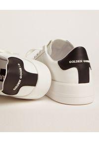 GOLDEN GOOSE - Skórzane sneakersy z czarną piętą Purestar. Kolor: biały. Materiał: skóra. Szerokość cholewki: normalna. Wzór: aplikacja