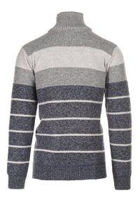 Niebieski sweter Born2be z golfem #7
