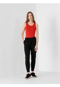 4f - Spodnie dresowe damskie. Kolor: czarny. Materiał: dresówka. Sport: fitness, turystyka piesza