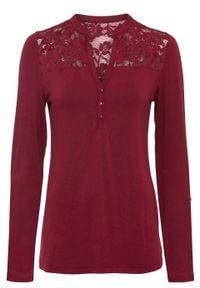 Shirt henley z koronkową wstawką bonprix czerwony rubinowy. Typ kołnierza: typu henley. Kolor: czerwony. Materiał: koronka. Długość rękawa: długi rękaw. Długość: długie