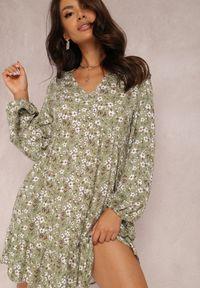Renee - Zielona Sukienka Hellochis. Kolor: zielony. Długość rękawa: długi rękaw. Wzór: kwiaty, nadruk. Długość: mini