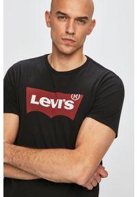 Levi's® - Levi's - T-shirt. Okazja: na spotkanie biznesowe. Kolor: czarny. Materiał: dzianina. Wzór: nadruk. Styl: biznesowy