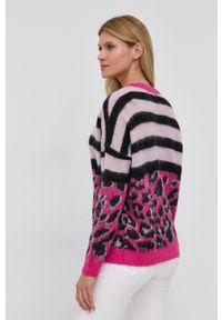 Guess - Kardigan z domieszką wełny. Kolor: różowy. Materiał: wełna. Długość rękawa: długi rękaw. Długość: długie