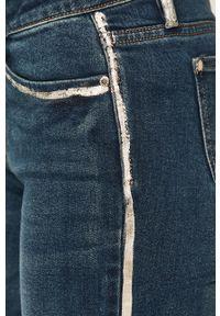 Niebieskie jeansy Morgan w kolorowe wzory