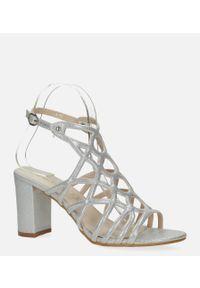 Casu - Srebrne sandały ażurowe błyszczące na słupku ze skórzaną wkładką casu k20x6/s. Kolor: srebrny. Materiał: skóra. Wzór: ażurowy. Obcas: na słupku