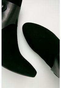 Czarne botki Wojas na klamry, z cholewką