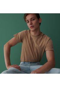 Reserved - Bawełniany t-shirt basic - Beżowy. Kolor: beżowy. Materiał: bawełna