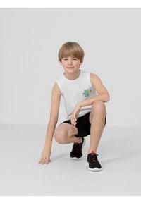 4f - Koszulka bez rękawów regular chłopięca. Kolor: biały. Materiał: bawełna, dzianina. Długość rękawa: bez rękawów. Wzór: nadruk