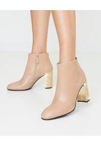 Loriblu - LORIBLU - Beżowe botki na słupku. Nosek buta: okrągły. Zapięcie: zamek. Kolor: beżowy. Szerokość cholewki: normalna. Sezon: jesień. Obcas: na słupku. Styl: klasyczny
