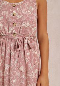 Renee - Różowa Sukienka Zixasto. Kolor: różowy. Materiał: materiał. Długość rękawa: na ramiączkach. Wzór: kwiaty. Długość: maxi