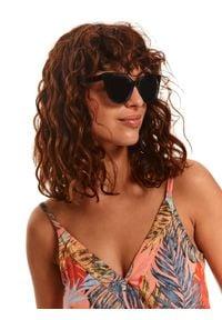 TOP SECRET - Asymetryczna sukienka w kolorowy wzór. Okazja: na plażę, na imprezę. Kolor: różowy. Materiał: tkanina. Długość rękawa: na ramiączkach. Wzór: kolorowy. Typ sukienki: asymetryczne